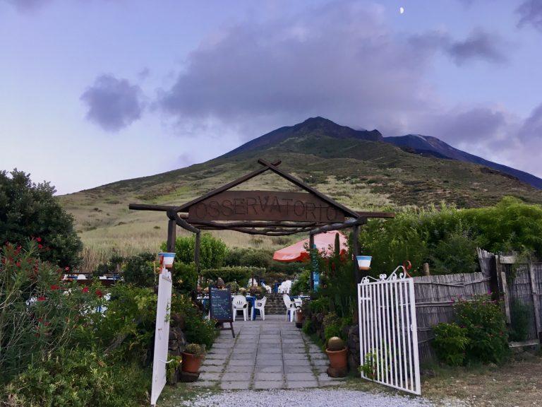 まさに「火山観測所」。