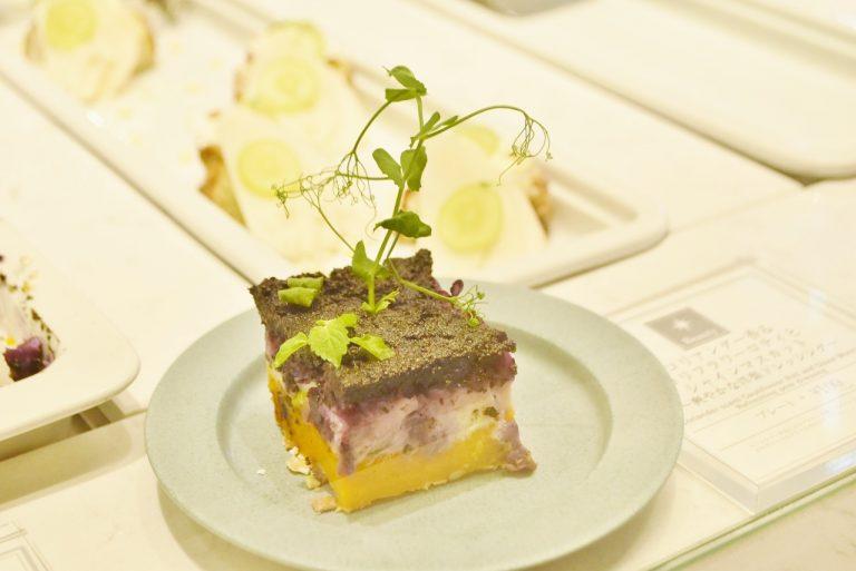 大地をイメージし、味の異なる食材で5つの層が作られている「Seasons ヴィーガンプラントべース」(単品 600円)。