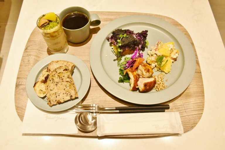 表参道〈Deli & Cafe Blue Globe Tokyo〉