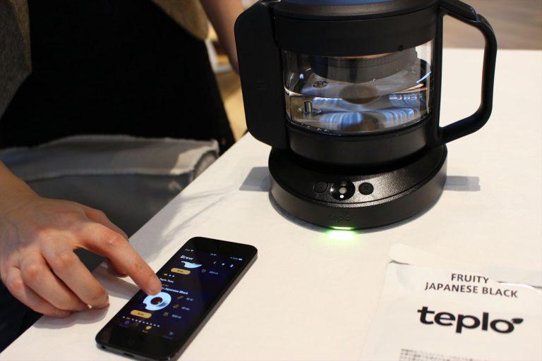 お茶の設定は専用アプリで操作。
