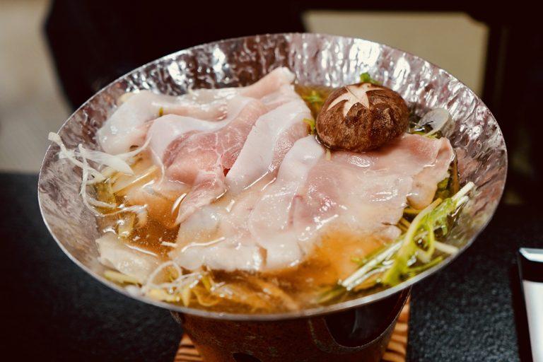 山梨が長い年月をかけて研究開発し生まれたブランド豚「甲州富士桜ポーク」は、きめ細やかで柔らかく味わい深いのが特徴です。