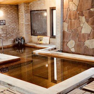 お風呂は三密を防ぐため、従業員が定期的に混雑状況を確認し入浴者を少人数に抑えています。