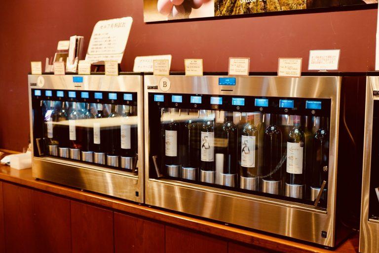 店内にはセルフ有料飲料のマシーンがあり、いろいろなワインを試してからお土産を購入できます。