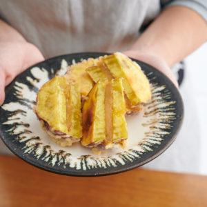 サクサク&ホクホク「さつまいもとかんころ餅の天ぷら」レシピ。さつまいもの甘みがクセになる!
