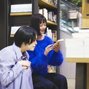 太宰作品の新しい楽しみ方に興味津々の夏子さん。