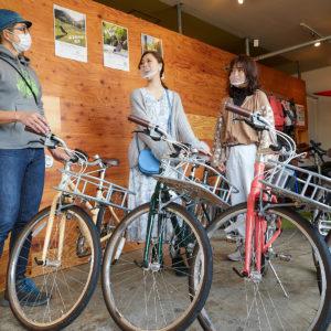 「カゴ付きお散歩系クロスバイク」(1日2,000円)は全4色。どの色もかわいくて悩む!
