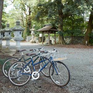 入り口すぐの広場に、自転車を止めて。