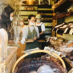 ビニール越しにパンを選ぶ。早くそれが笑い話になる日を願います。
