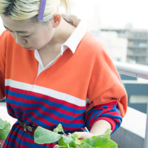 【サステナブルな暮らし #2】ニットクリエイター・蓮沼千紘さん『ベランダ菜園とコンポストで食の循環を自由研究。』