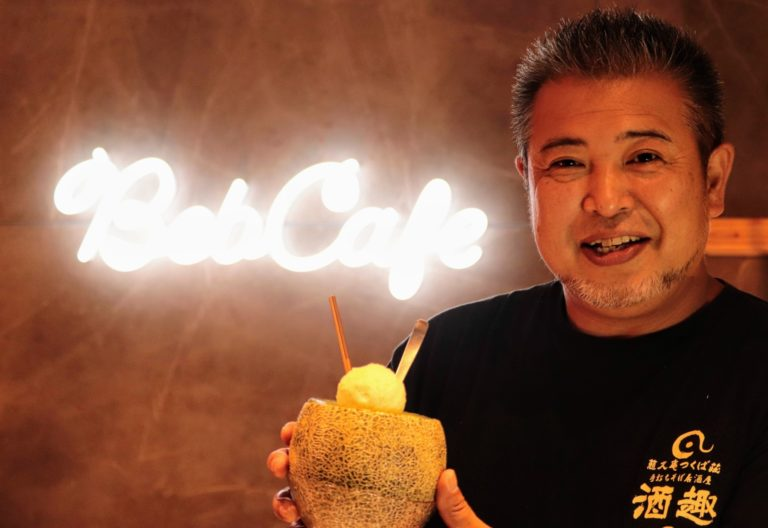 「勝手にメロン大使」こと、「メロンまるごとクリームソーダ」商品開発者の伊坂紀元さん。記事冒頭、自転車でスムージーを作っていた方です!