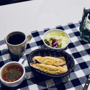 〈SLOW JET COFFEE COOKIE〉の「ホットサンドセット」847円。