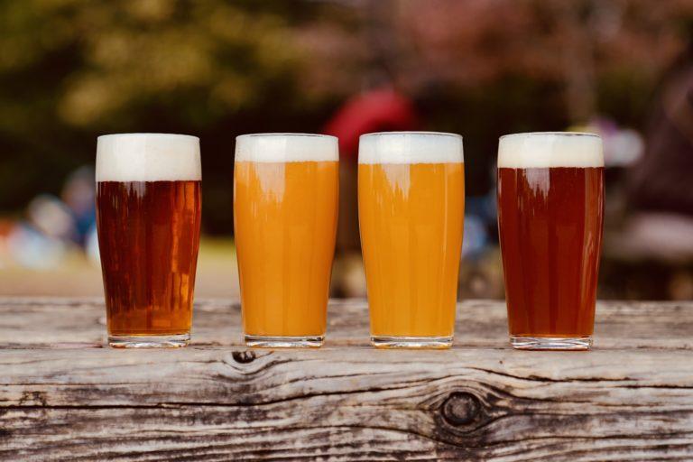 グラスに注ぐと色味がそれぞれ異なって美しい。