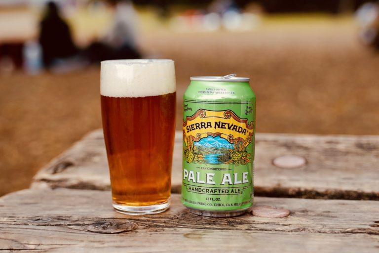 「Sierra Nevada Pale Ale(シエラネバダ ペール エール)」。ユニークなホール・カスケードホップの松、グレー プフルーツやシトラスのアロマとフレイバーが特徴。