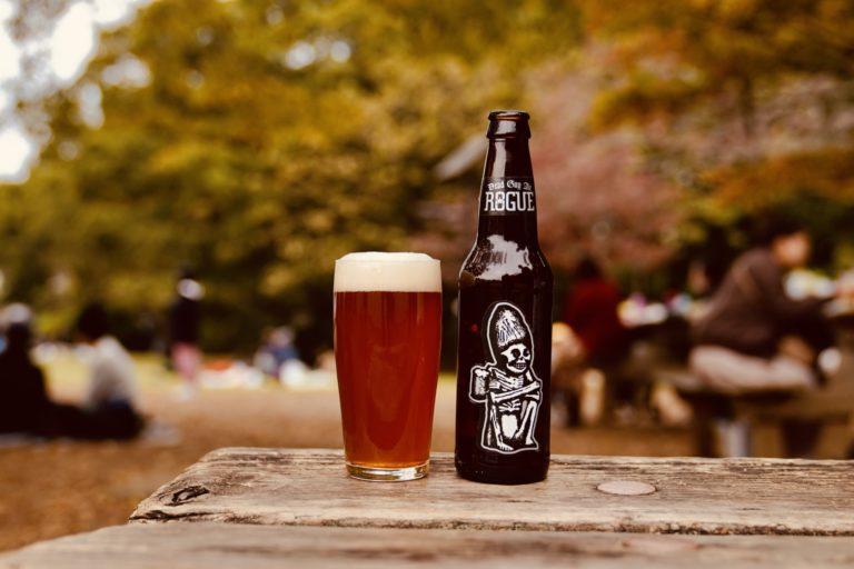 「Dead Guy Ale(デッドガイ エール)」。リッチなモルトの風味、美しいはちみつ色、バランスの取れた後味。
