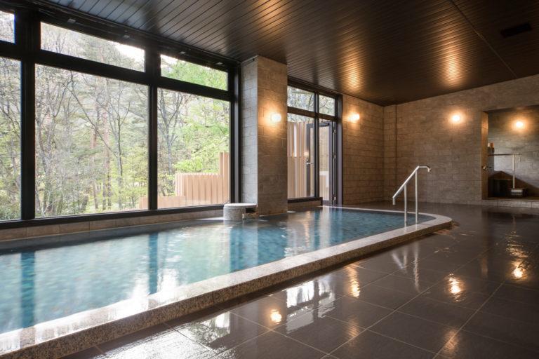 葛温泉100%の引き湯を内湯・貸切風呂、露天風呂で楽しめる。