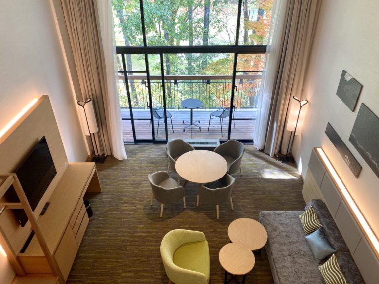 最も高いカテゴリーの広々とした73㎡の2層のスイート、デュプレックスの客室。