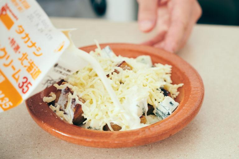 「かんころ餅とゴルゴンゾーラチーズのグラタン・ドフィノワ」
