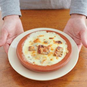 餅を使ったお手軽おつまみグラタン!「かんころ餅とゴルゴンゾーラチーズのグラタン・ドフィノワ」レシピ。
