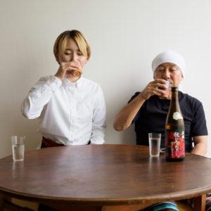 (注)お茶を飲んでいるみたいに見えますが、度数高めの日本酒です。