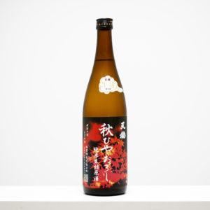 """島根県出雲市にある板倉酒造の代表銘柄「天穏」。神様への供物""""御神酒(おみき)""""を目指す。アルコール度数18度と高めながら、すっきりとした飲み口。"""
