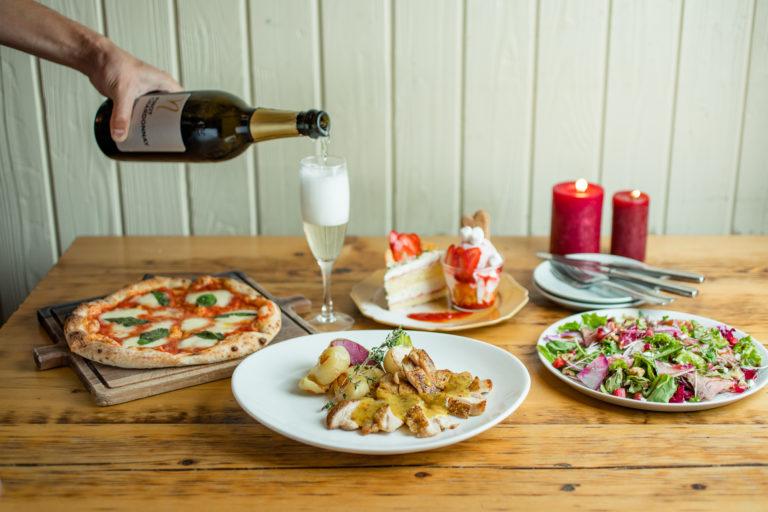 クラフトビールや ワイン片手に乾杯。 お酒がついつい進む、 至極のグリル料理。