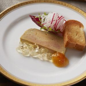 一人一皿のスペシャルなプレート「自家製フォアグラのテリーヌ ブリオッシュ添え」。