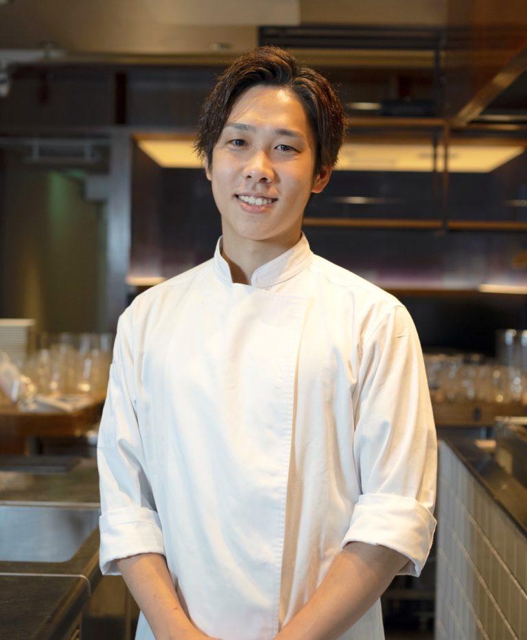 フレンチの名店〈KEISUKE MATSUSHIMA〉の元副料理長・三角隼人さん。同店ではフレンチを提供。