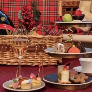 〈ANAインターコンチネンタルホテル東京〉シャンパン・バーで楽しむ「クリスマスアフタヌーンティーセット」。