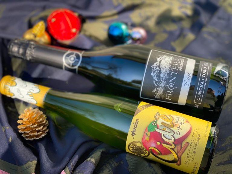 〈メルシャン〉おいしい酸化防止剤無添加ワイン シードル with シナモン(上)、フロンテラ プレミアム スパークリング(下)。