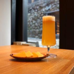 「ビールと生ハム・チーズ2種のセット」1,000円(税込)。