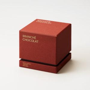ジュエリーボックスをイメージした、オリジナルのデザインパッケージ。
