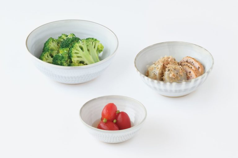 「皿よりは深くすぼみ、碗よりは浅く、口の開いた容器」と定義される鉢。形や大きさは、実にさまざま。