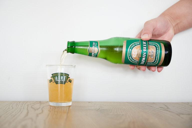 台湾ビールには小ぶりのグラスがよくにあう。台湾では当たり前だけど、日本人にはこのサイズが珍しい。