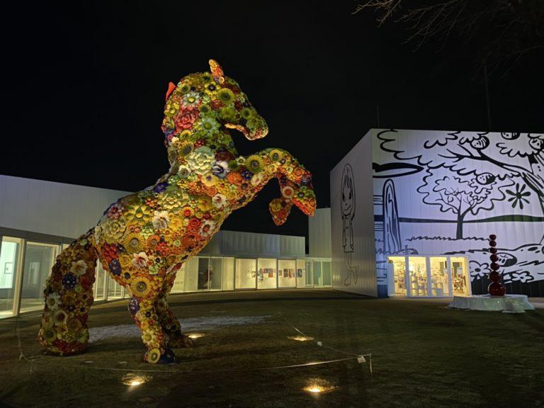 十和田市現代美術館 チェ・ジョンファ フラワー・ホース