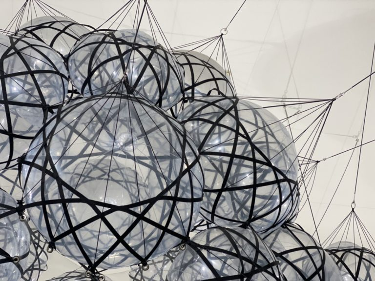 十和田市現代美術館 トマス・サラセーノ オン・クラウズ(エア_ポート_シティ)