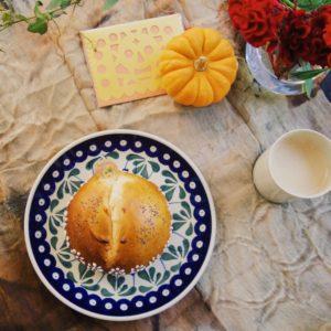 丸型の「Pan de Muerto(死者のパン)」。