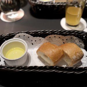 セレクトディナーには自家製パンもつく。