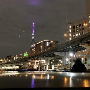 隅田川側から見たホテルと〈東京スカイツリー〉。