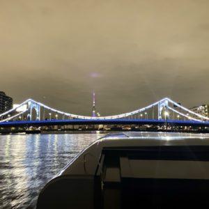 清洲橋越しの〈東京スカイツリー〉も美しい。
