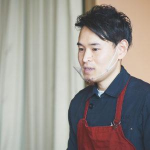 森脇祥平さん/辻調理師専門学校卒業。北参道〈ボガマリ〉で修行したのち、世界各地で調理の技術を磨く。帰国後、〈plan do see〉グループの全国の店舗にて約6年間勤務し、今年10月より〈AURUM +truffle〉のシェフに就任。