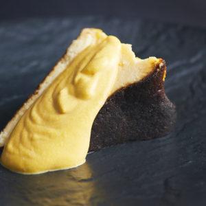 「バスクチーズケーキ 南瓜のソース」