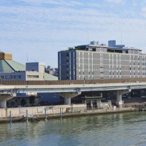 船の両国発着場に隣接する〈ザ・ゲートホテル両国 by HULIC〉。