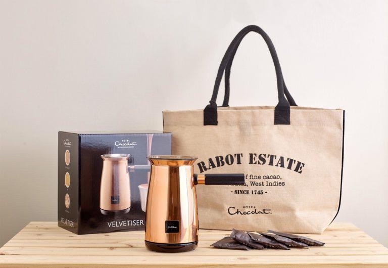 予約特典として、エコバッグとチョコレートフレーク5袋付きの予約販売限定キットを10,000円(税込)で発売。※数に限りがございます。