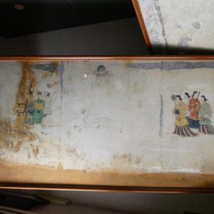 左から男性4人の群像、月像と白虎、女性4人の群像。