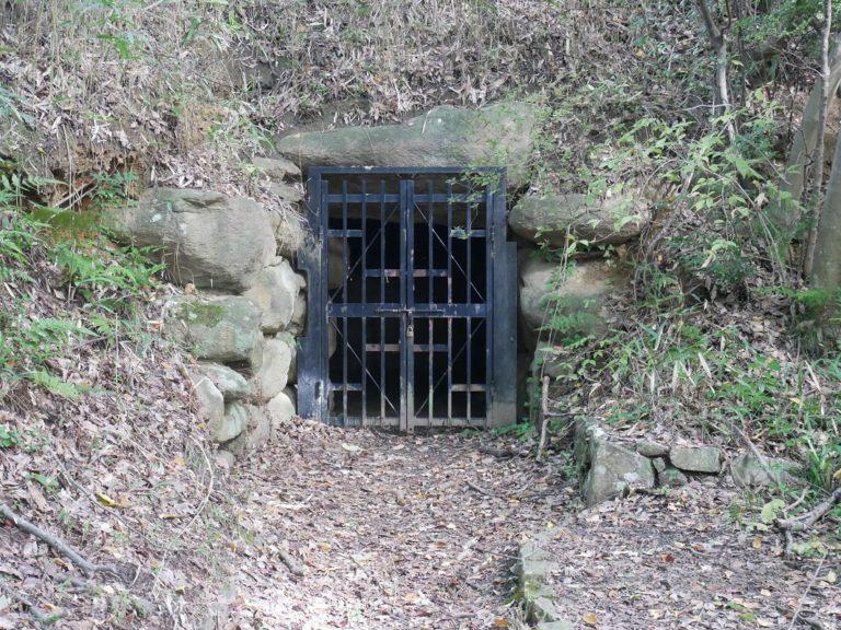 横穴式石室。
