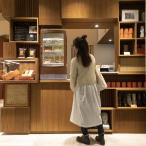 台湾では街中のあちこちにあるドリンクスタンド。〈DAYLILY〉の店頭では同様に、気軽にドリンクを飲むことができる。