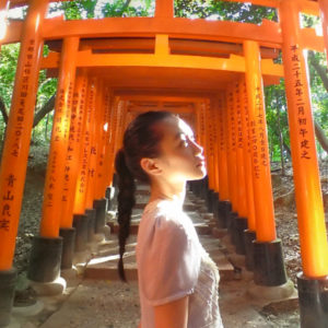 【京都】「お稲荷さん」の総本山〈伏見稲荷大社〉を参拝。真っ赤に染まった千本鳥居は幻想的!