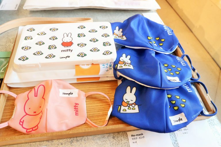 「Pinkoi×miffy マスクケース ホワイト」と「Pinkoi×miffy マスク」。