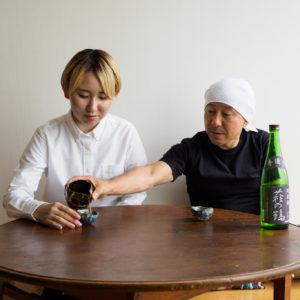 常温の純米酒は、ちょっと手触りのある酒器で。