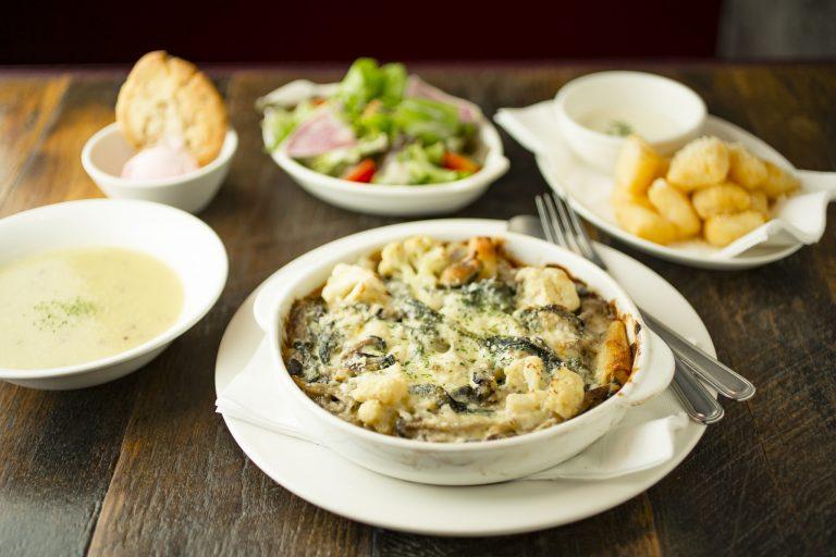 【温活POINT】牡蠣とほうれん草は鉄分が豊富で、女性のうれしい味方。